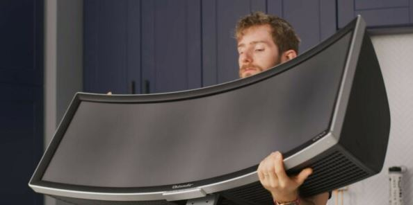 Linus Tech Tips Announces $10K Award for Alienware's Unique Curved Monitor - and Released a Review